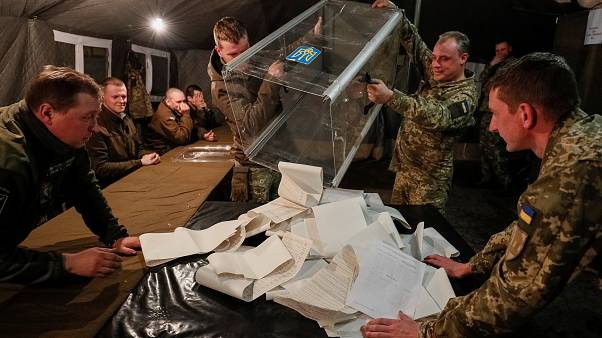 Πρωτιά Ζελένσκι δείχνουν τα exit polls - Αμφισβητεί το αποτέλεσμα η Τιμοσένκο