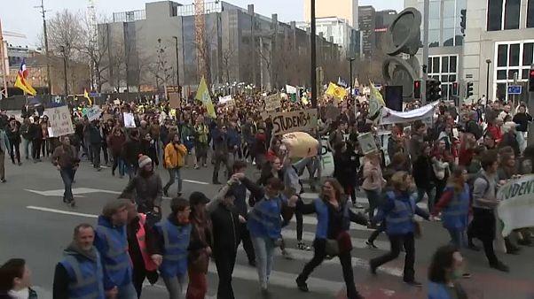 Más de ocho mil manifestantes por el clima en Bruselas