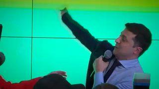 Ukrán exit poll: Zelenszkij és Porosenko jut a 2. fordulóba