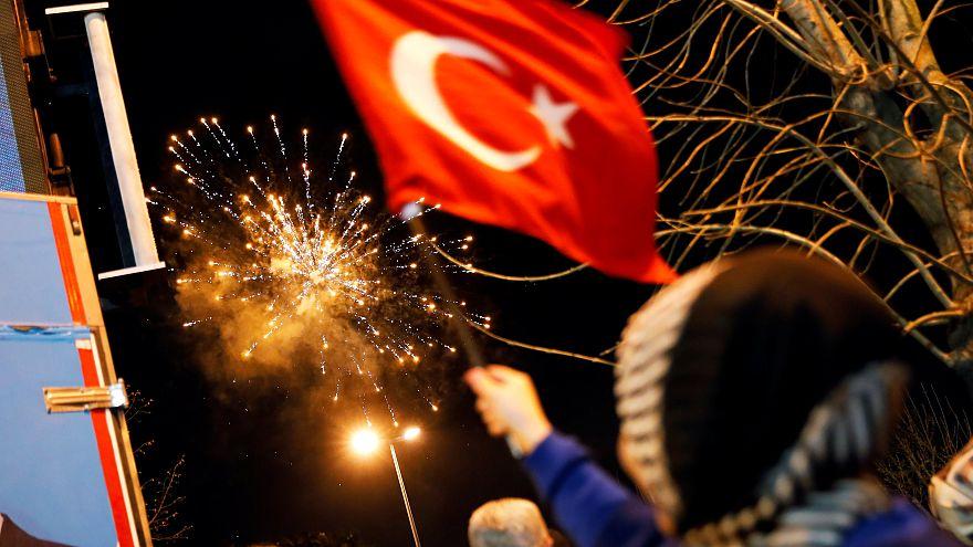 Ist Erdogan schuld? Gespaltenes Istanbul nach der Wahl