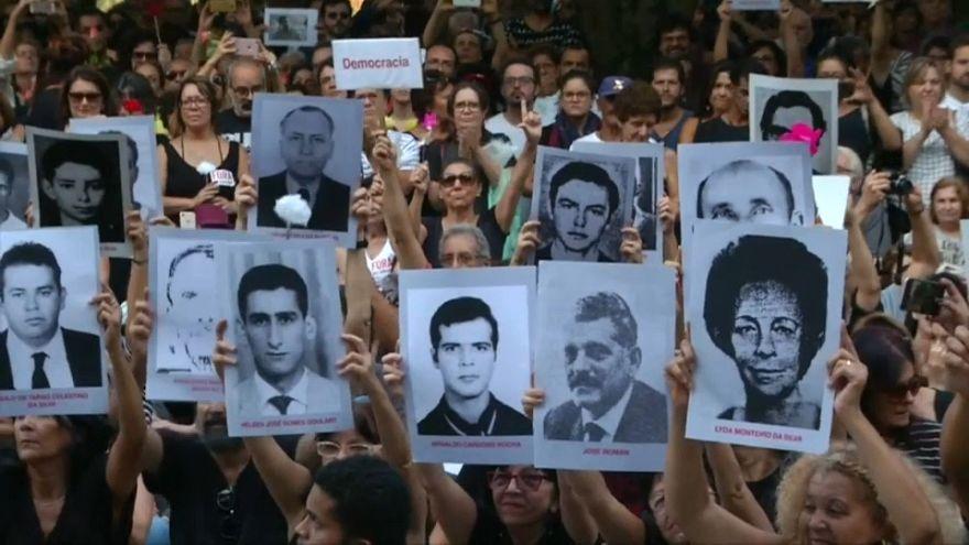 غضب البرازيليين من تأييد الرئيس لحكومة انقلاب عسكري قتلت وعذبت المئات