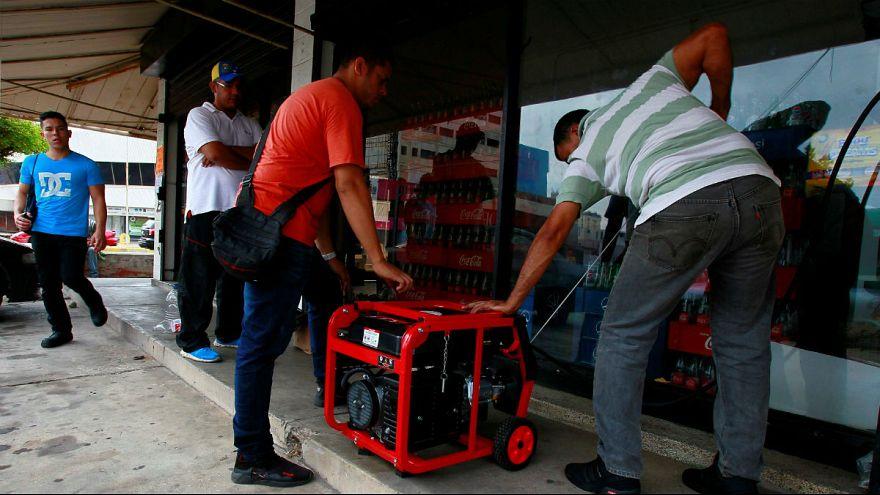 مادورو برق را در ونزوئلا جیرهبندی میکند