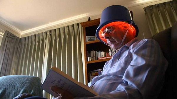 Австралийцы утверждают, что инфракрасный шлем помогает при Паркинсоне