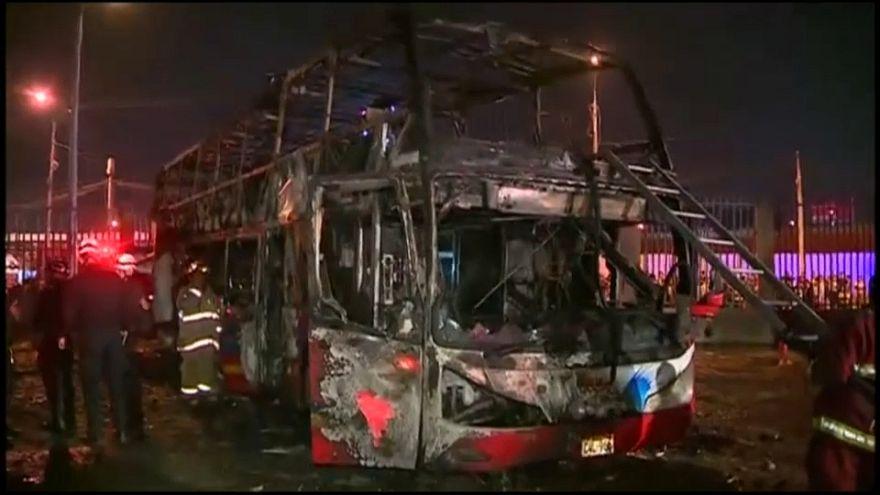 Perù: bus prende fuoco, passeggeri morti intrappolati