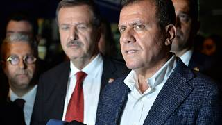 CHP Mersin Büyükşehir Belediye Başkan adayı Vahap Seçer (sağda)
