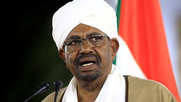 الرئيس السوداني عمر حسن البشير في الخرطوم يوم 22 فبراير شباط 2019