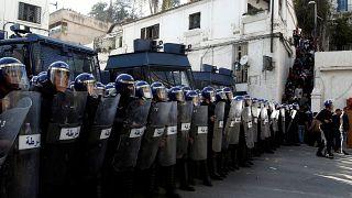 الجزائر تحقق مع 7 من رجال الأعمال بتهم فساد