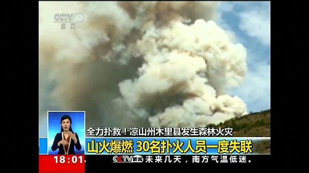 فيديو: مقتل 30 رجل إطفاء خلال مكافحتهم حرائق الغابات في الصين