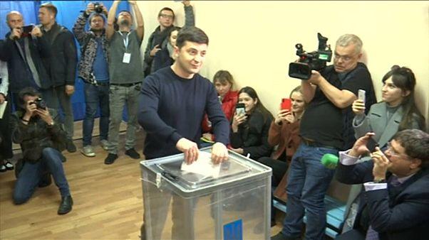 Ucrânia: Confirmada a vitória de Zelensky na 1° volta da eleição presidencial