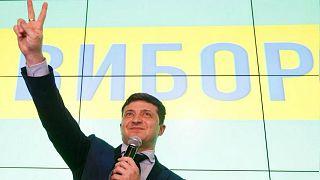 فرز الأصوات يؤكد تقدم الممثل الكوميدي زيلينسكي في الانتخابات الأوكرانية