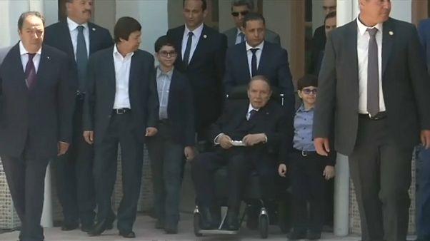 Abdelaziz Bouteflika vai demitir-se até ao final do mês