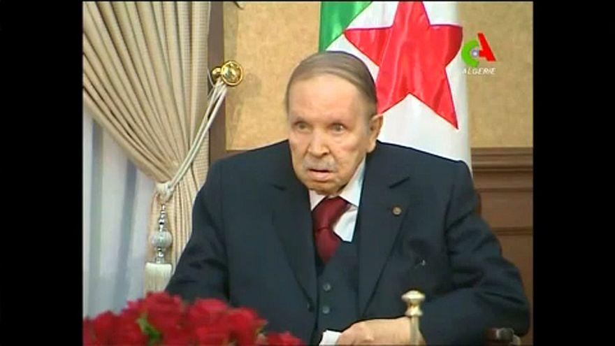 Lemond az algériai elnök