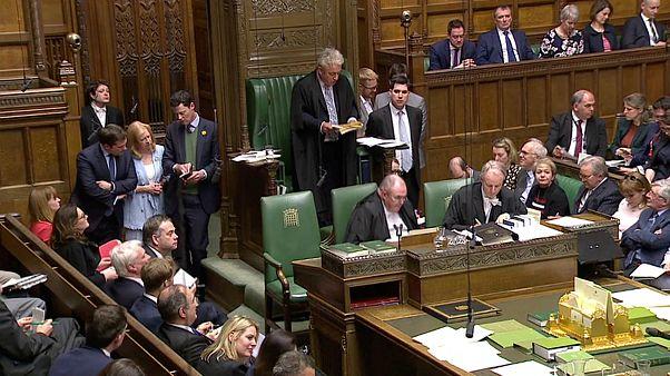 """""""Speaker"""" da Casa dos Comuns anuncia o resultado das votações"""