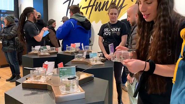 لأول مرة في أونتاريو الكندية ...متجر يفتح أبوابه أمام متذوقي الماريجوانا!