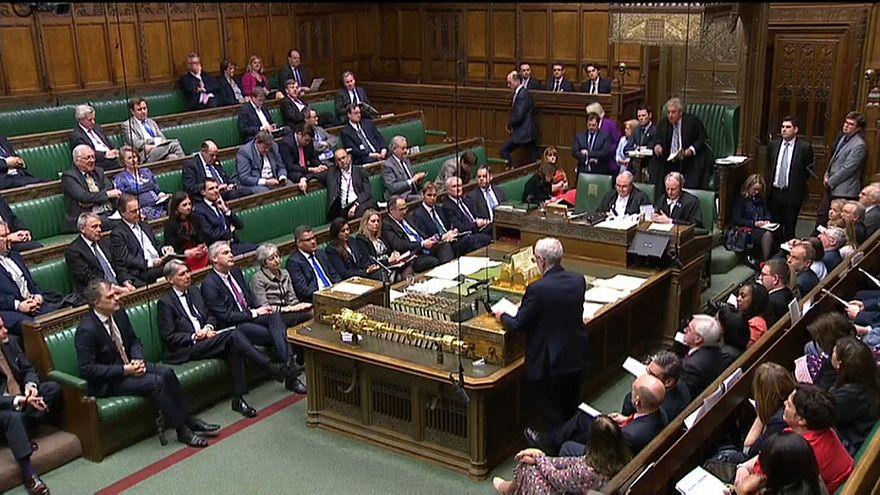 """Brexit: """"no deal"""" dietro l'angolo, bocciate anche mozioni alternative"""