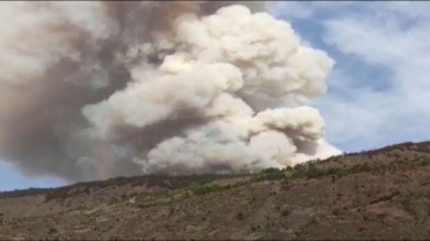 تشييع جثامين رجال إطفاء صينيين فقدوا حياتهم خلال إخماد حرائق غابات