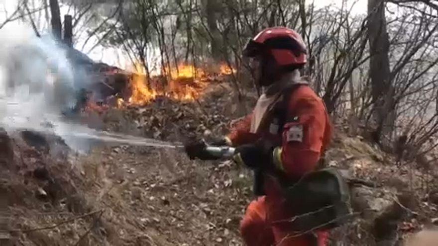 Trinta bombeiros mortos em combate às chamas