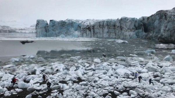 Video: turistas huyen tras el colapso de un enorme glaciar en Islandia