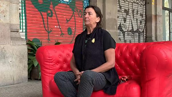 Catalães divididos no nosso sofá vermelho