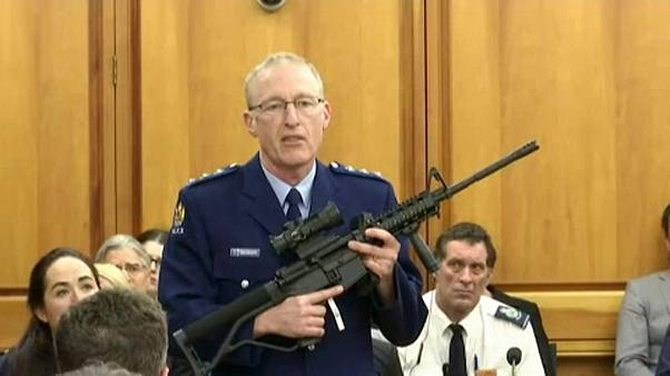 قانون جديد يشدد القيود على حيازة الأسلحة في نيوزيلندا بعد المذبحة