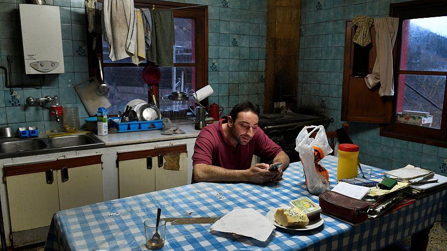 A vacsoraidő felében mobiljaikkal vagy más dolgokkal foglalkoznak a családok