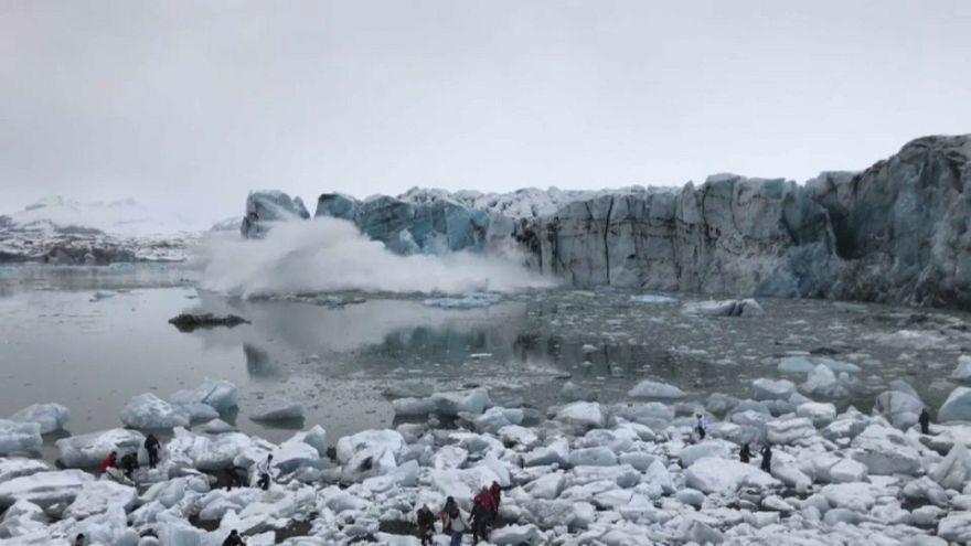 Glacier collapse sends large wave towards shore