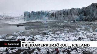 Туристы спасаются от обвалившегося ледника
