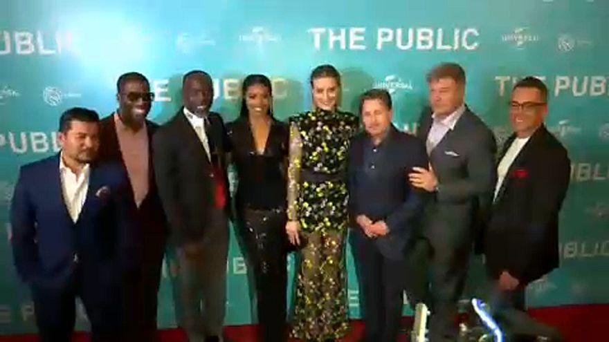 """Filme """"The Public"""" homenageia sem-abrigo"""