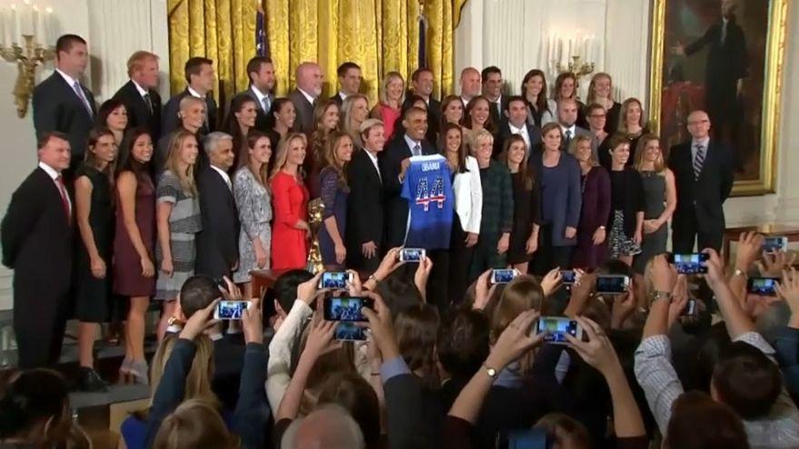 Perelnek az amerikai női futballisták