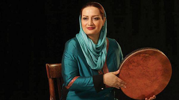 تقدیر بنیاد آقاخان از نسیم سیابی، خواننده ایرانی