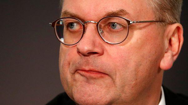 «هدایای غیرمعمول» رئیس فدراسیون فوتبال آلمان را مجبور به استعفاء کرد