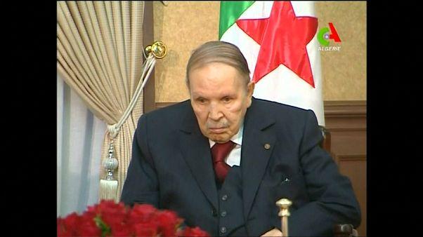 Buteflika presenta su dimisión como presidente de Argelia