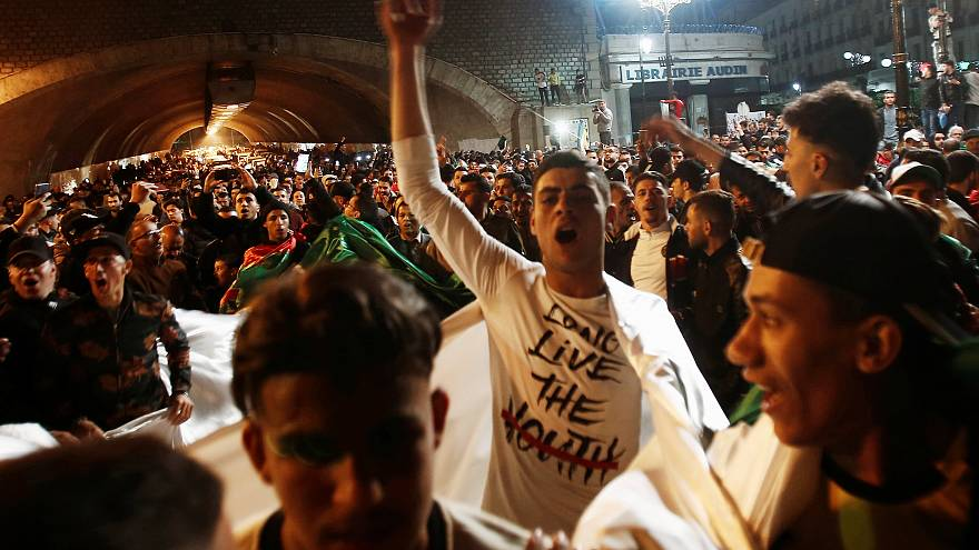 Algerien: Tausende feiern Rücktritt Bouteflikas