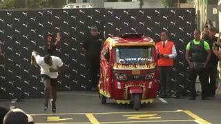 """Usain Bolt """"elkapott"""" egy taxit"""