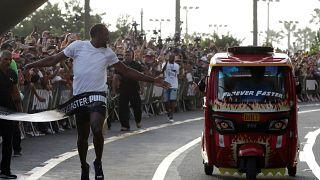 Video: Usain Bolt gösteri yarışında triportöre fark attı