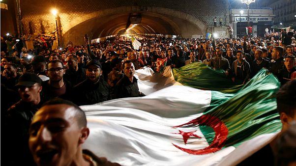 صدها الجزایری استعفای بوتفلیقه را جشن گرفتند