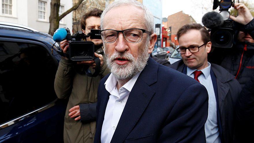 Corbyn saliendo de su casa en Londres