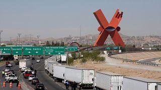 Camiones atrapados en la frontera sur de EEUU tras amenaza de Trump