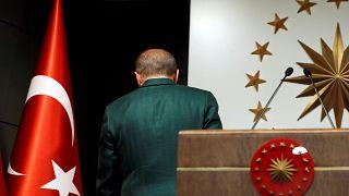 Tensioni a Istanbul, rissa durante un'intervista di Euronews