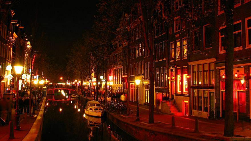 قيودٌ جديدة على السياحة الجنسيّة في أمستردام تثيرُ حفيظة بائعاتِ الهوى