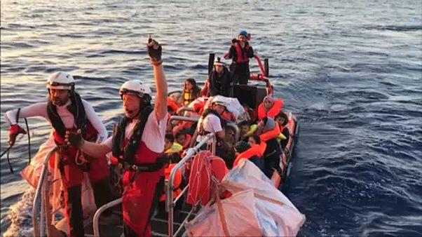 Nyílt levélben kéri 250 civil szervezet Angela Merkelt, hogy változtasson menekültpolitikáján