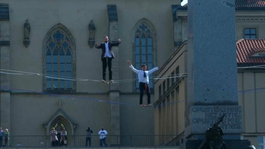 Tightrope walkers in Prague to highlight new mental health plan