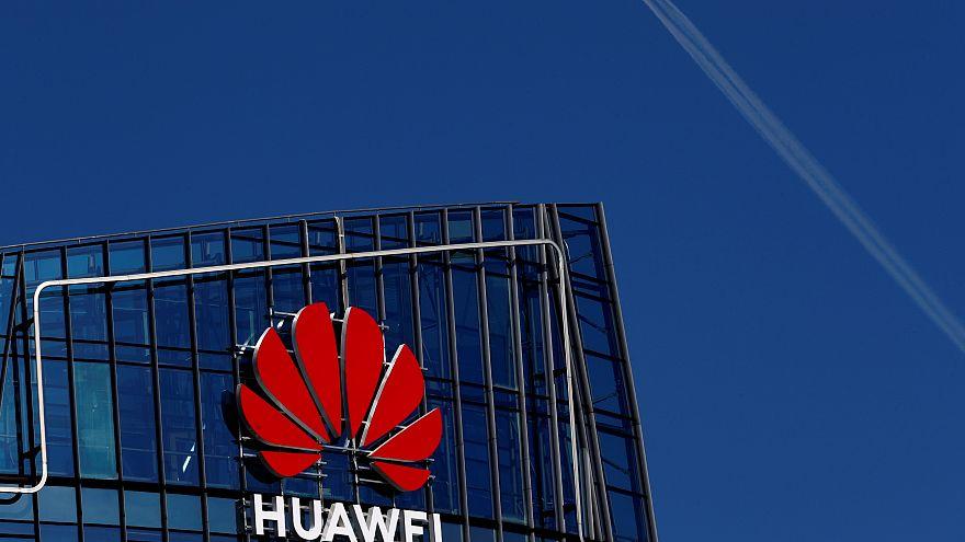 Huawei ci spia?