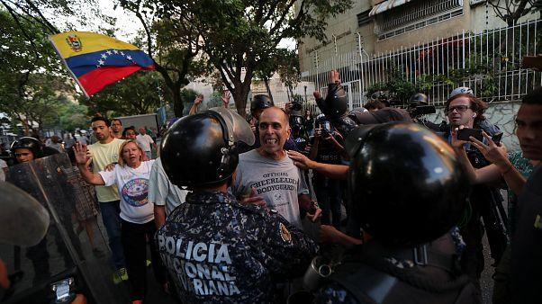 Tensión en Caracas entre manifestantes y policía (01/04/2019)