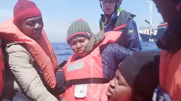 شاهد: إنقاذ 64 مهاجرا في المياه الإقليمية الليبية للمتوسط