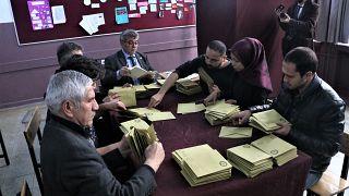 Geçersiz oy polemiği: Oy pusulaları ne zaman geçersiz? Ne kadar oy yeniden sayılacak?