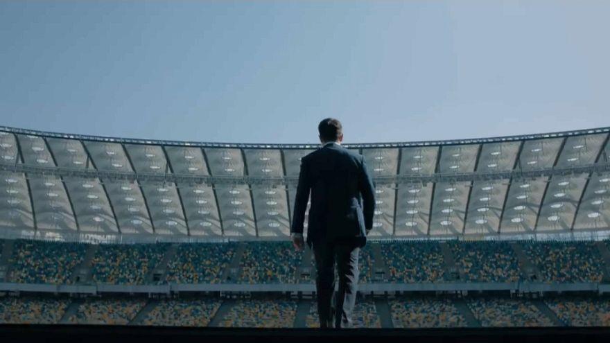 شاهد: تحدي بين الرئيس الأوكراني والممثل الكوميدي الذي اكتسحه في الانتخابات الأخيرة