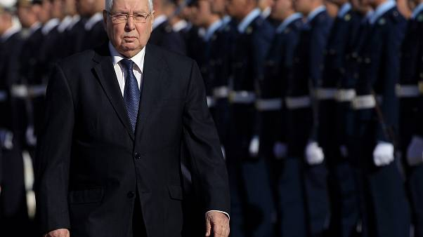 Los opositores dudan del presidente interino Abdelkader Bansalah