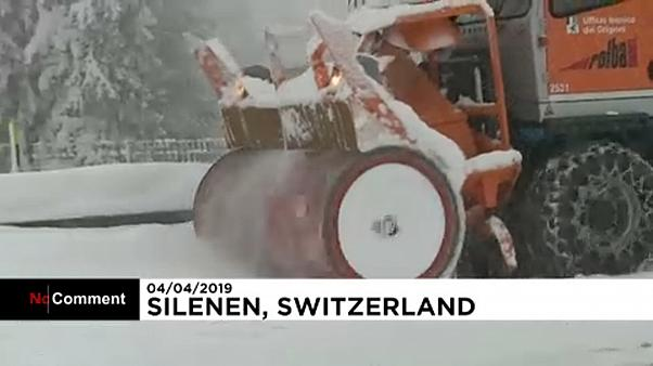 Hóhelyzet a svájci sztrádán