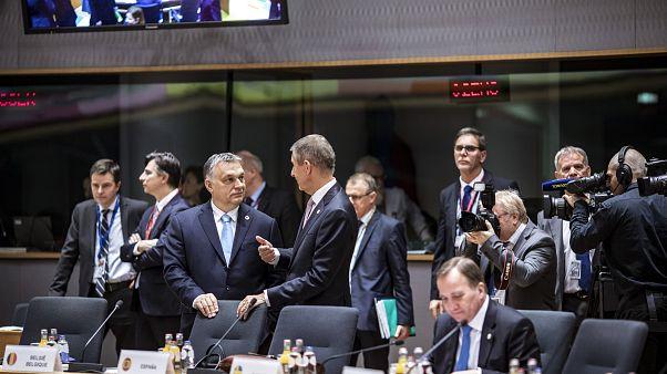 rbán Viktor magyar és Andrej Babis cseh kormányfő a márciusi EU-csúcson